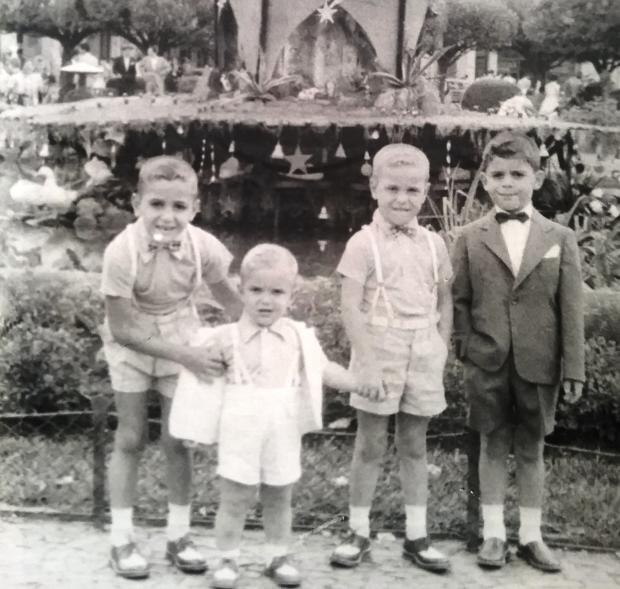 Natal de 1954 junto à arvore da antiga Praça Rui Barbosa Acervo de família / divulgação/divulgação