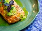Na Cozinha: que tal um salmão assado com alho poró para o final de semana? Destemperados/