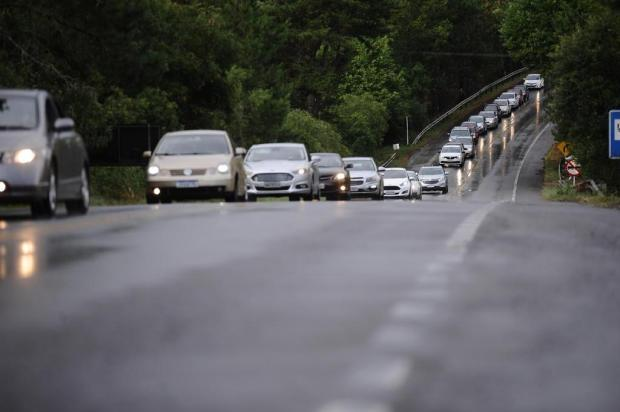 Trecho caxiense entre Vila Seca e Fazenda Souza, na Rota do Sol, exige paciência dos motoristas na volta do litoral Antonio Valiente/Agencia RBS