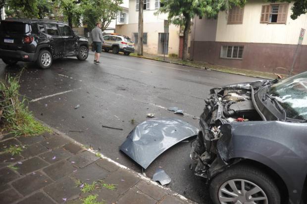 Colisão deixa passageiro ferido no centro de Caxias do Sul Lucas Amorelli / Agência RBS/Agência RBS