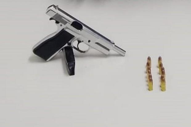 Homem é preso com arma na zona norte de Caxias do Sul Brigada Militar/Divulgação