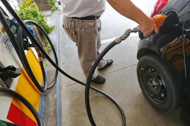 Gasolina cai pela terceira semana seguida e é vendida, em média, a R$ 4,74 em Caxias Robinson Estrásulas/Agencia RBS