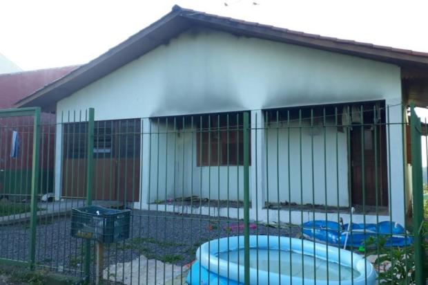 Casa de sargento da reserva é alvo de incêndio criminoso em Caxias Jeferson Ageitos/RBSTV