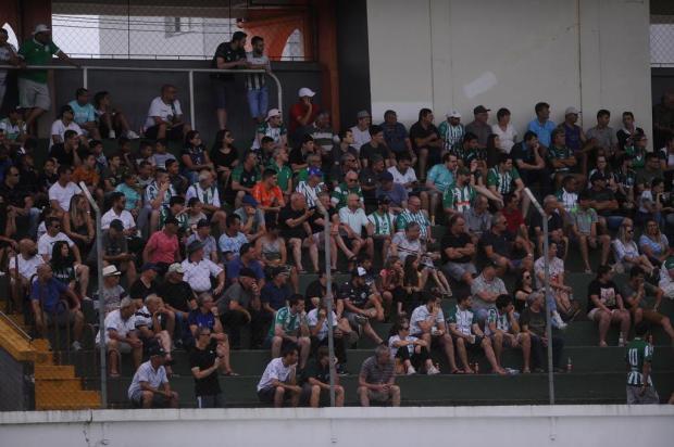 Intervalo: torcedor que foi para Flores da Cunha deve ter gostado do que viu do Juventude Marcelo Casagrande/Agencia RBS