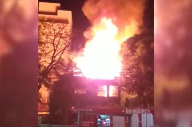 VÍDEO: incêndio destrói parcialmente casa no bairro Exposição em Caxias Elisandra Kulmanm de Macedo / Divulgação/Divulgação