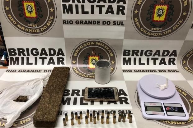 Preso com tornozeleira é flagrado com drogas e munição em Farroupilha Brigada Millitar/Divulgação