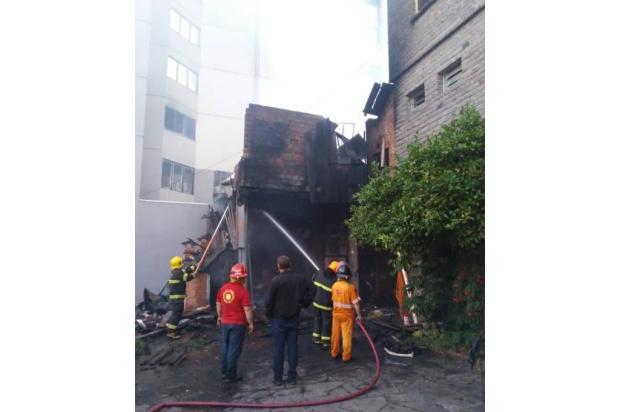 Depois de quatro horas, bombeiros controlam incêndio em lancheria de Nova Prata Bombeiros de Veranópolis / Divulgação/Divulgação