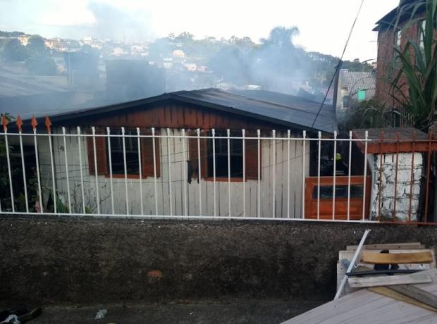 Casal de idosos que perdeu casa em incêndio em Caxias precisa de ajuda Adriano Duarte / Agência RBS/Agência RBS