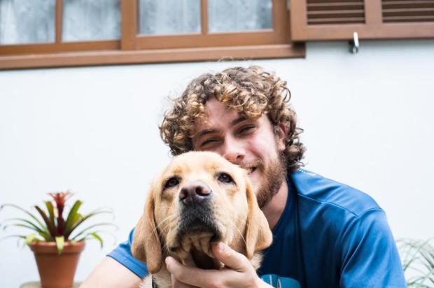 Deficiente visual, ciclista caxiense guia o próprio cão-guia em expedição de 240 km até o litoral Lucas Weber/Folhapress