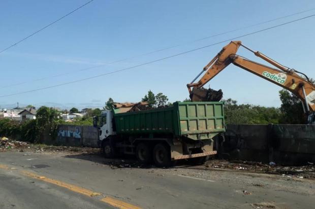 Mais de 100 toneladas de lixo são retiradas no entorno do aeroporto de Caxias Guilherme Pulita/Divulgação