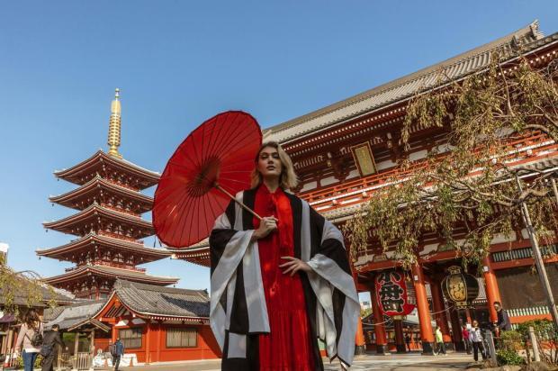 Grife farroupilhense Biamar fotografa editorial no Japão Eduardo Carneiro/Divulgação
