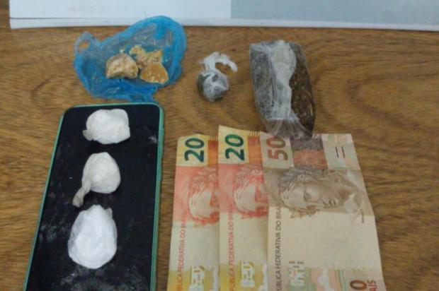 BM flagra entrega de drogas em avenida de Gramado Brigada Militar/Divulgação