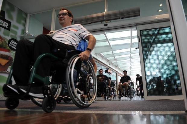 Cadeirantes promovem ação em busca de inclusão social em Caxias Antonio Valiente/Agencia RBS