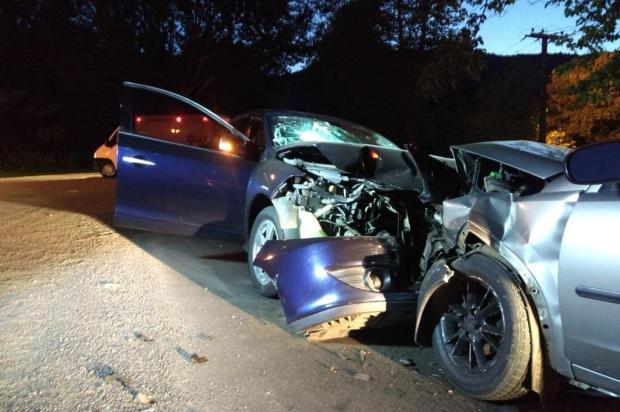 Três pessoas ficam feridas em acidente na BR-116 em Picada Café Bombeiros de Picada Café/Divulgação