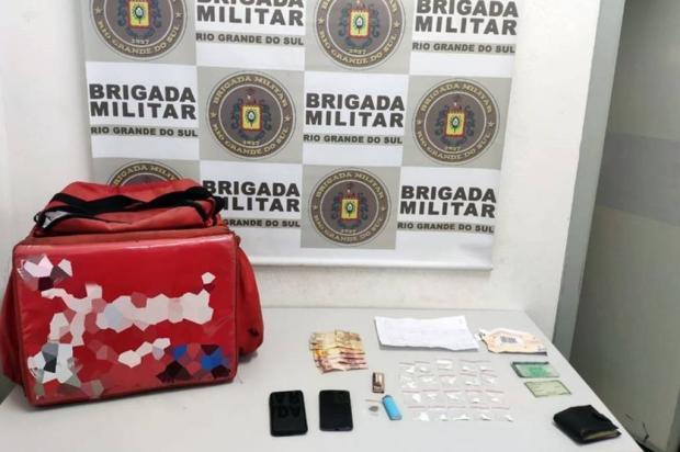 Motociclista e caroneiro são presos com drogas em Caxias Brigada Militar / Divulgação/Divulgação