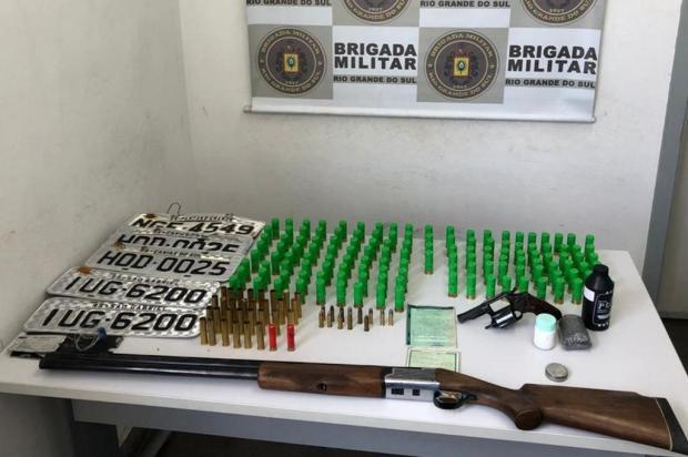 BM apreende duas armas e 181 munições em Caxias do Sul Brigada Militar/Divulgação