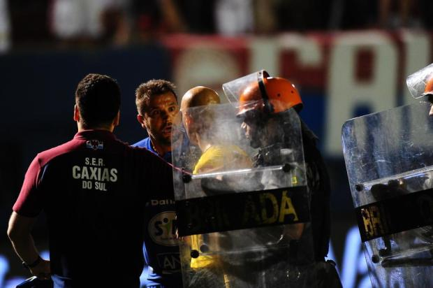 Caxias e gerente serão denunciados no STJD por agressão ao árbitro em partida contra o Botafogo Porthus Junior/Agencia RBS