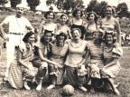 Adão Fagundes e o time de vôlei do Carnaval Aquático de 1951 Studio Geremia / Arquivo Histórico Municipal João Spadari Adami, divulgação/Arquivo Histórico Municipal João Spadari Adami, divulgação