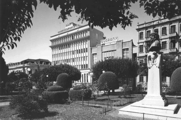 Inauguração do novo edifício do Banrisul em 1952 Studio Geremia/Acervo pessoal de Jacyra Mattana,divulgação