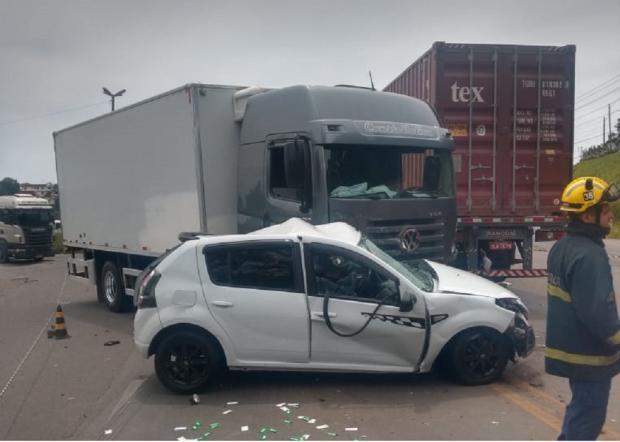 Homem morre em acidente entre carro e caminhão na RS-122 em Caxias Polícia Rodoviária Estadual / divulgação/divulgação