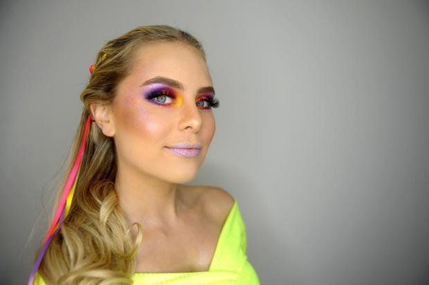 Na folia com estilo: aprenda a fazer uma maquiagem e um penteado prático e rápido para curtir o Carnaval Lucas Amorelli/Agencia RBS