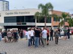 Motoristas por aplicativo fazem carreata em homenagem a colega morto em Caxias Daniel Angeli / Agência RBS/Agência RBS