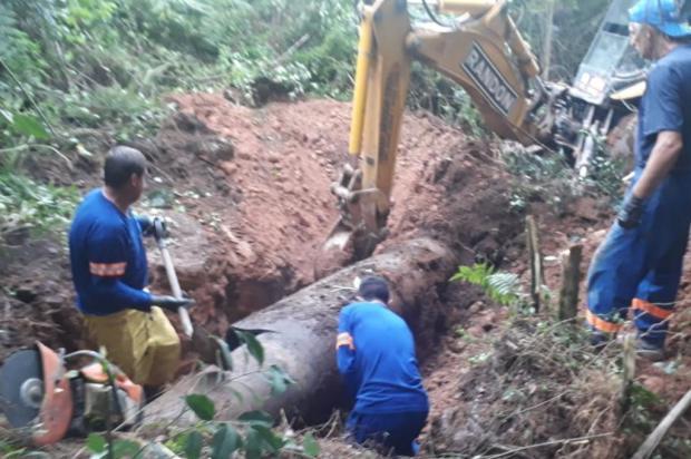Adutora do Faxinal rompe novamente e mais de 100 bairros e loteamentos ficam sem água em Caxias Idair Moschen/Samae