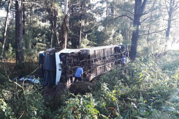 """""""Eles foram passar o dia no litoral"""", conta dono de ônibus envolvido em acidente com duas mortes em Caxias Roger Ruffato/Agência RBS"""