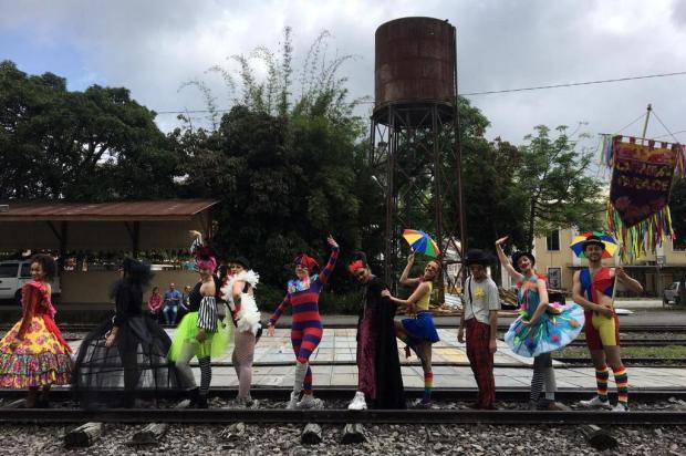 Parada de Carnaval movimenta Praça Dante Alighieri nesta terça-feira Zé Carlos/Divulgação