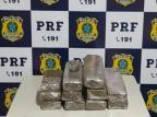 Polícia flagra jovens com 10 kg de maconha escondidos dentro de carro em Caxias do Sul PRF/Divulgação