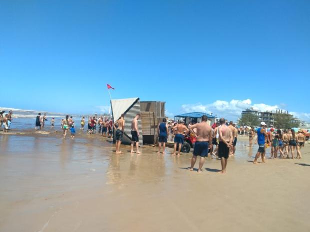 Guaritas foram derrubadas pela maré alta em Arroio do Sal Ivanete Marzzaro / Agência RBS/Agência RBS