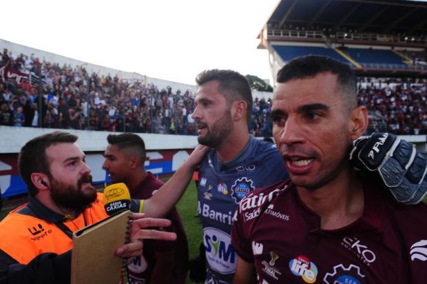 """""""Velhinhos"""" e decisivos: Diogo Oliveira e Marcelo Pitol corresponderam na final Porthus Junior/Agencia RBS"""