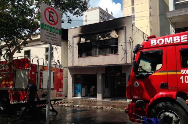 VÍDEO: incêndio atinge prédio no centro de Caxias do Sul Lucas Amorelli / agência RBS/agência RBS