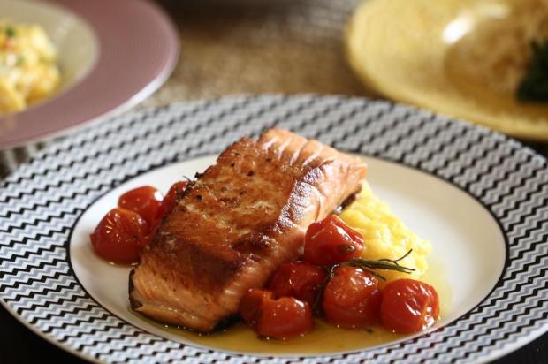 Aprenda a fazer purê de mandioquinha com filé de salmão em apenas 30 minutos Carlos Macedo/Agencia RBS