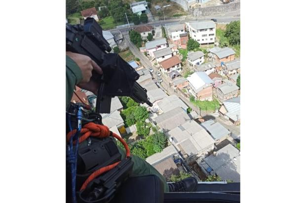 Após perseguição com helicóptero, homem é preso com caminhonete roubada em Caxias do Sul Brigada Militar / Divulgação/Divulgação