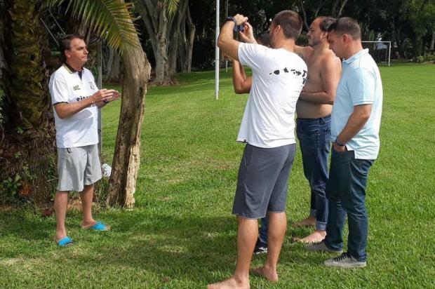 Deputado Pepe Vargas diz que Bolsonaro brinca de ser presidente Facebook Eduardo Bolsonaro/Reprodução