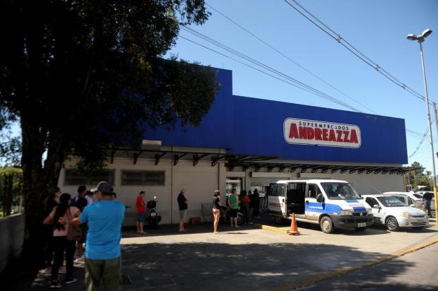 Filas extensas em dia de promoção nos mercados em Caxias do Sul Lucas Amorelli/Agência RBS
