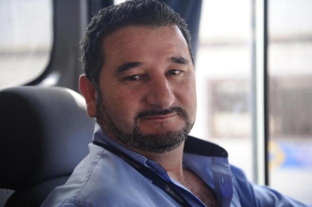 Na rua por você: motorista de ônibus, Valmir Chaves garante o transporte de outros trabalhadores Antonio Valiente/Agencia RBS