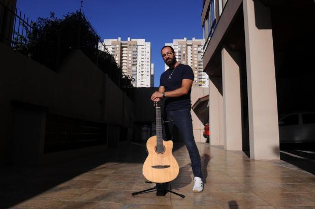 """A vez dos """"shows domésticos"""": músicos serranos utilizam sacada e terraço como palco em apresentações para vizinhança Marcelo Casagrande/Agencia RBS"""