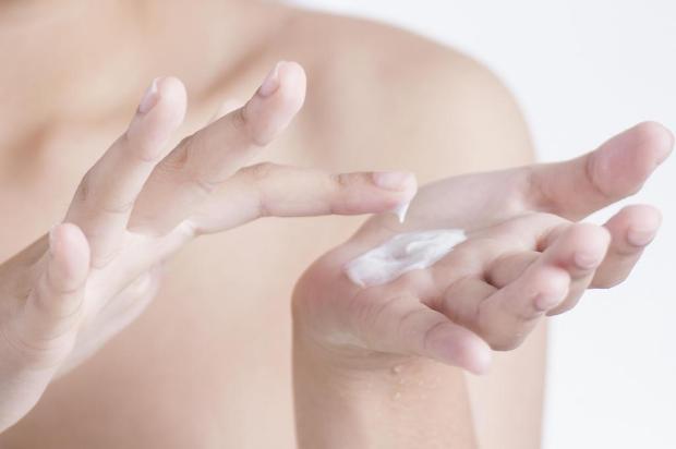 Aprenda a fazer um hidratante para mãos em casa reprodução/Reprodução