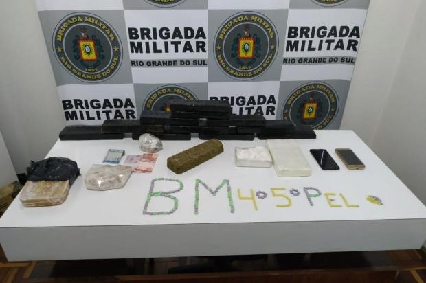 Homem e mulher são presos com quase 10 kg de drogas no interior de Guaporé BM/Divulgação