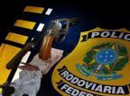 Duas mulheres e um jovem são presos com drogas e arma em Bento Gonçalves PRF/Divulgação