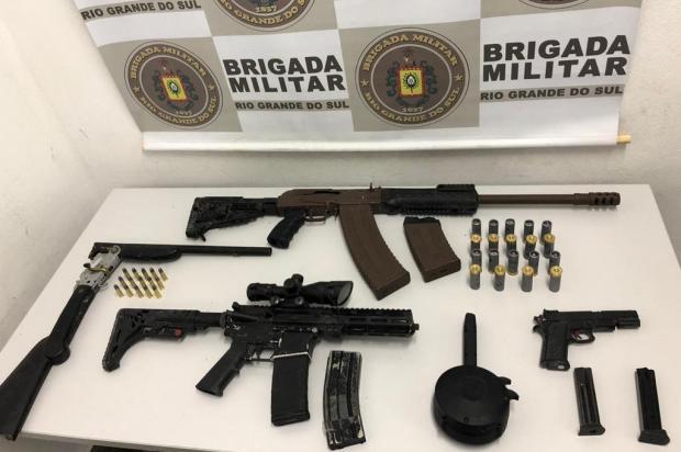 Armas e munição são encontradas escondidas no telhado de uma casa em Caxias Brigada Militar/Divulgação
