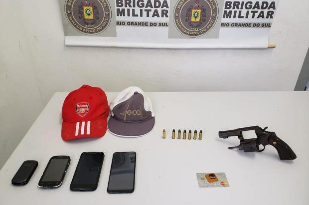 Revólver é encontrado em veículo com três pessoas em Caxias do Sul Brigada Militar/Divulgação