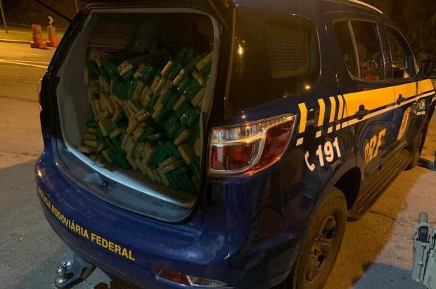 Carro é apreendido com mais de 300 quilos de drogas em veículo na BR-470 em Bento Gonçalves PRF/Divulgação