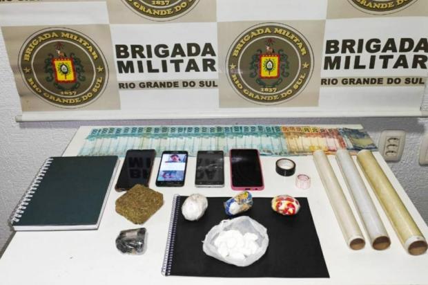 Homem e jovem são presos por tráfico de drogas em Serafina Corrêa Brigada Militar/Divulgação