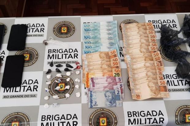 Casal e homem com cadeira de rodas são presos por trafico de drogas em Carlos Barbosa Brigada Militar/Divulgação