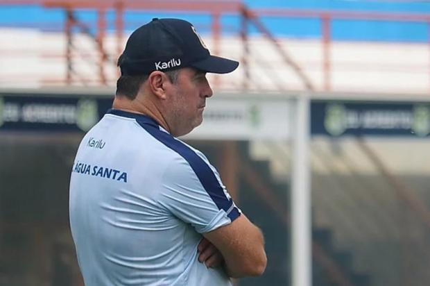 Contratações, séries e família: a rotina do técnico do Juventude na quarentena Michel Sanches/Água Santa Divulgação