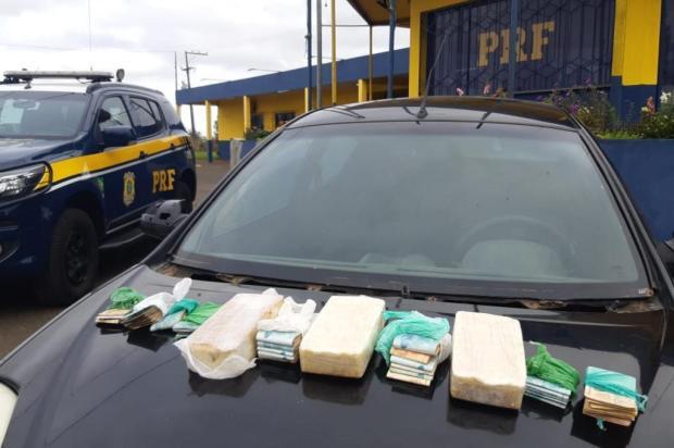 Traficantes são presos com três quilos de crack e mais de R$ 30 mil escondidos dentro de carro em Vacaria PRF/Divulgação