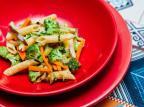 Dica de almoço? Massa com legumes é a mais fácil que tem Destemperados/